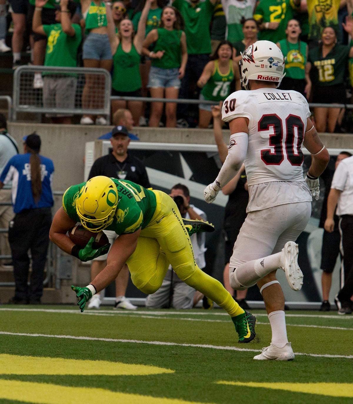 Oregon tight end Jacob Breeland (#27) dives for a touch down. The Oregon Ducks lead the Southern Utah Thunderbirds 42 to 21 at the end of the first half of the Ducks' 2017 season opener. Photo by Ben Lonergan, Oregon News Lab