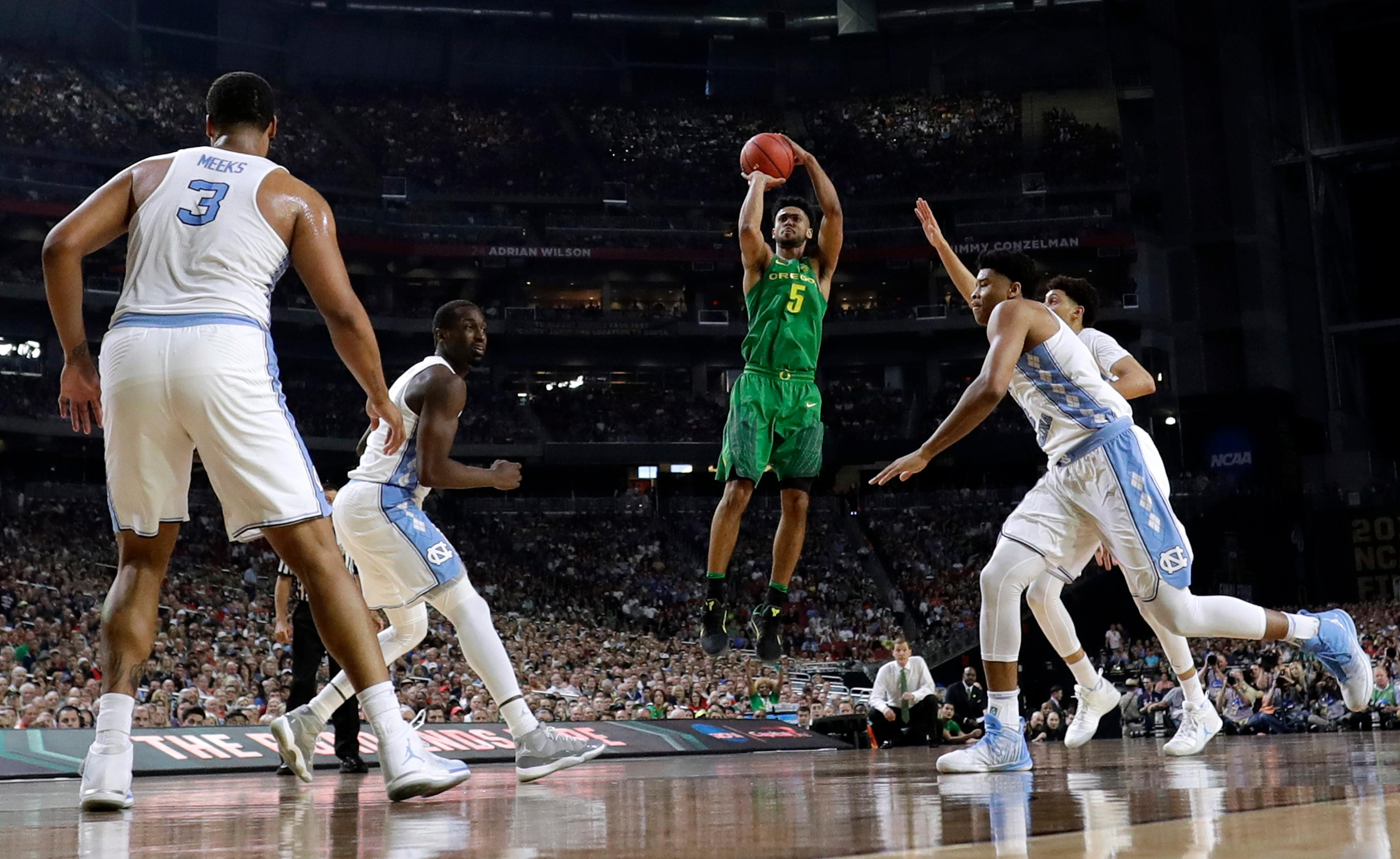Oregon guard Tyler Dorsey (5) shoots over North Carolina defenders during the first half in the semifinals of the Final Four NCAA college basketball tournament, Saturday, April 1, 2017, in Glendale, Ariz. (AP Photo/David J. Phillip)