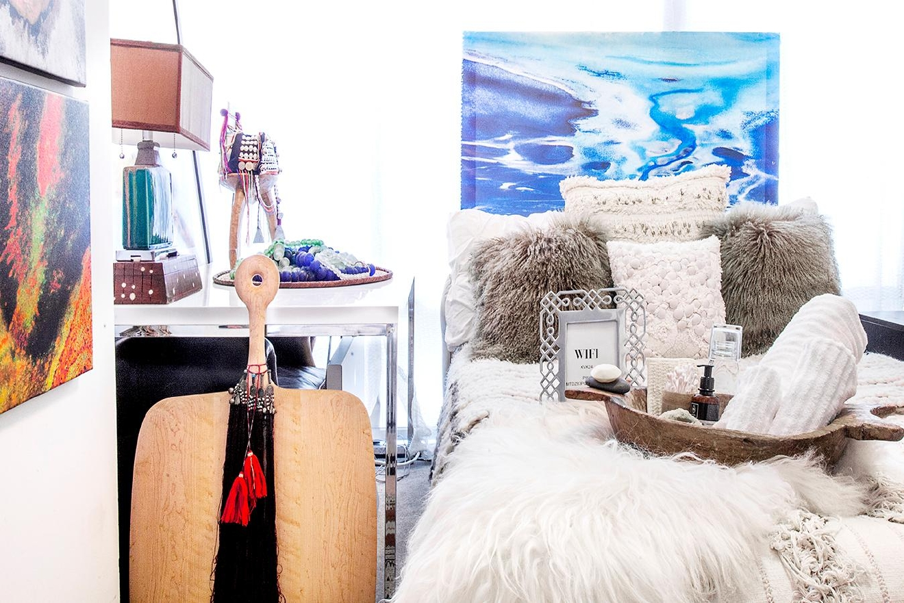 Admit it, we've all gotten that last-minute call from a friend or relative asking if they can crash at our pad. Sure, you want to say yes, but is your guest room really guest ready? If you follow these simple tips, we'll have your house guests thinking they just stepped into a high end boutique hotel room! (Image: Ashley Hafstead)