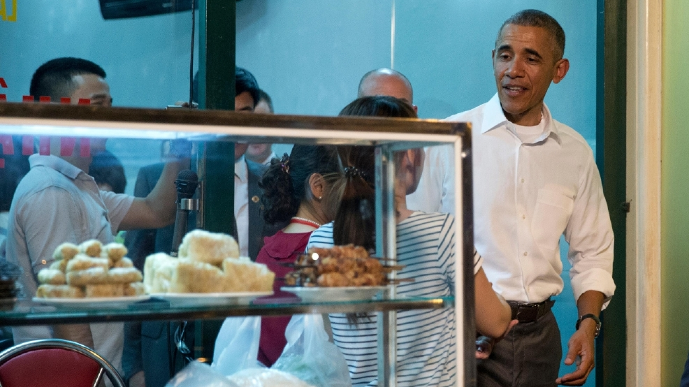 Obama dines with CNN's Anthony Bourdain for series