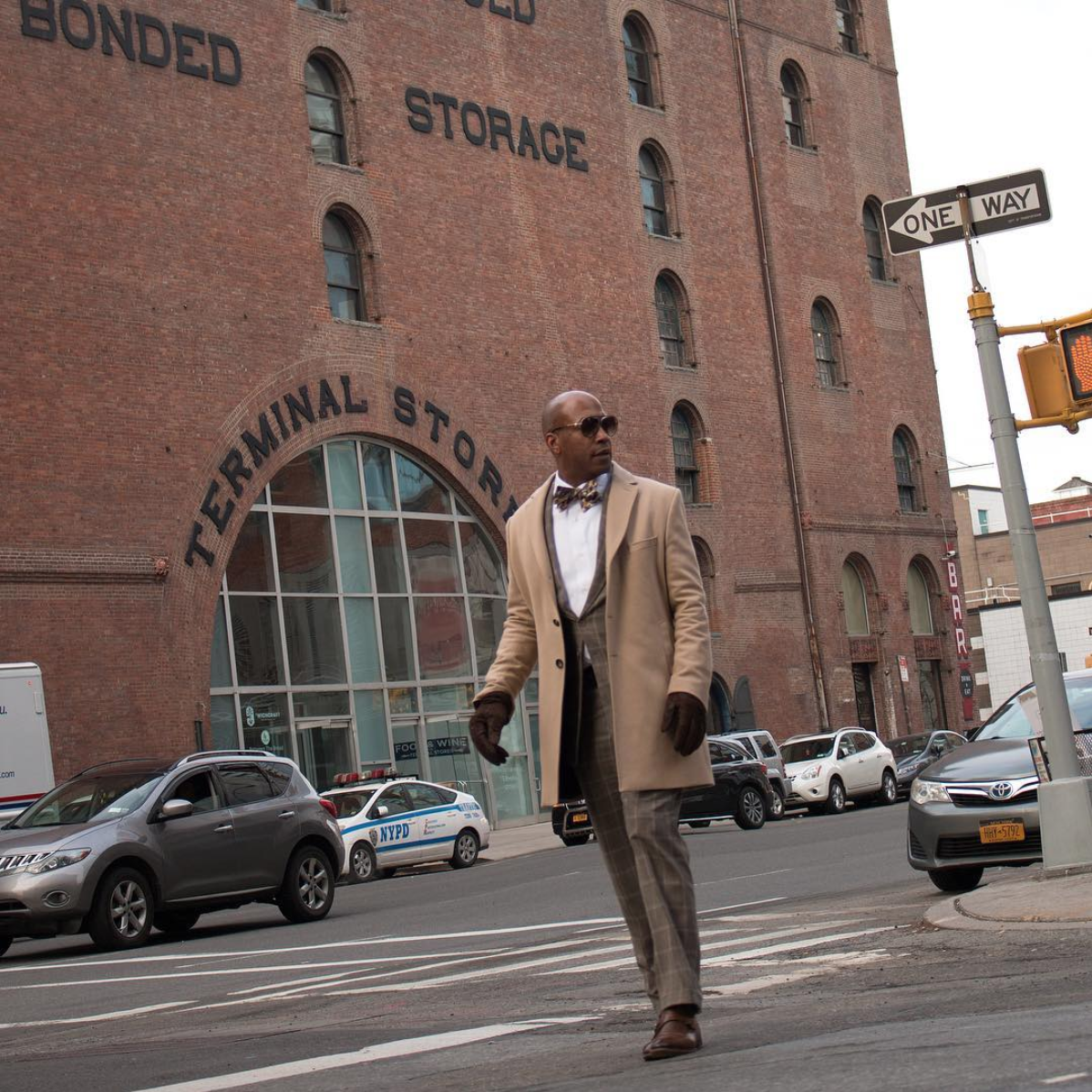 Every time we see Barnette Holston's looks, we want to show all of our more fashion-challenged guy friends how a suit is supposed to be done. He definitely stepped up his game in earth tones for NYFW. (Image via @thedcfashionfool, photo by @everydandyinthebronx)