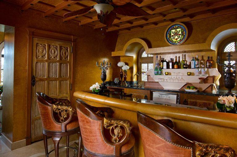 The G Lounge Bar. (The Villa Casa Casuarina Hotel)