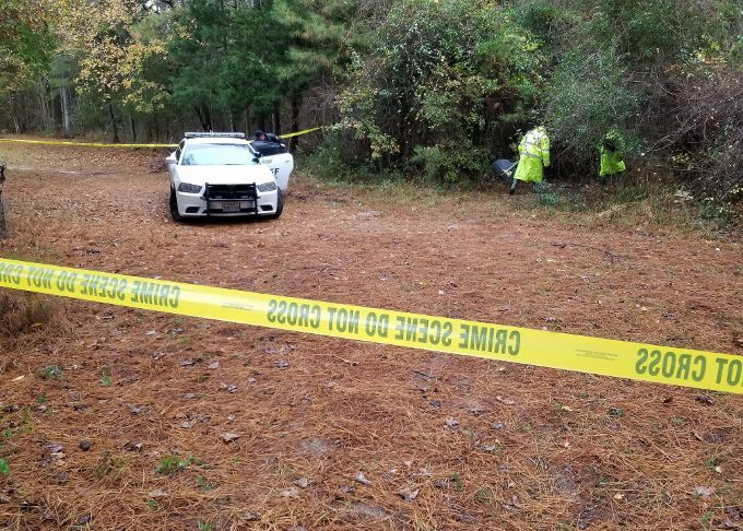 <p>Deputies at the scene on County Road 350 in the Erin Community where skeletal remains were discovered. (Photo by Grant W Foster)<br></p>