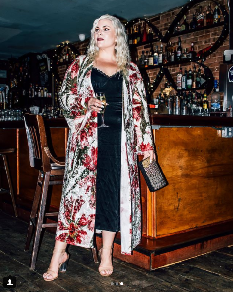 We are loving the silk robe/kimono trend, and here Dani shows us exactly how to take this wardrobe staple from day to night. (Image: Courtesy IG user @blonde_inthedistrict/ www.instagram.com/blonde_inthedistrict/)<p></p>