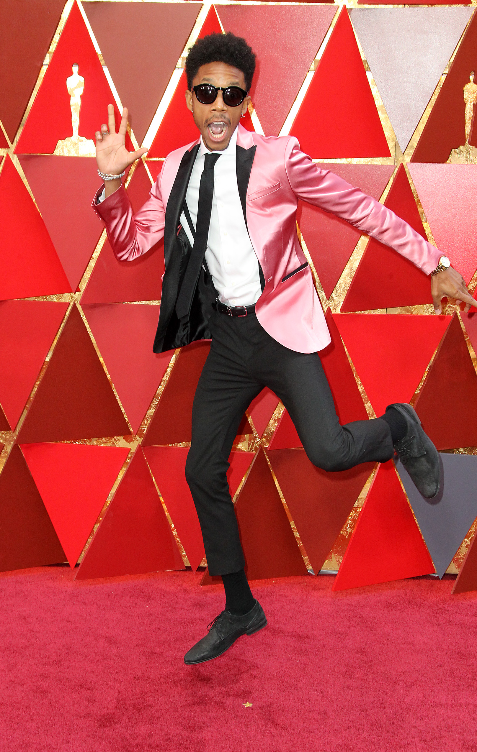 It's killing me that I can't figure out who designed this awesome look, but either way I am applauding Darrell for opting for a bright pink tux jacket and looking like he's having more fun than anyone at the Oscars. (Image: Adriana M. Barraza/WENN.com)<p></p>