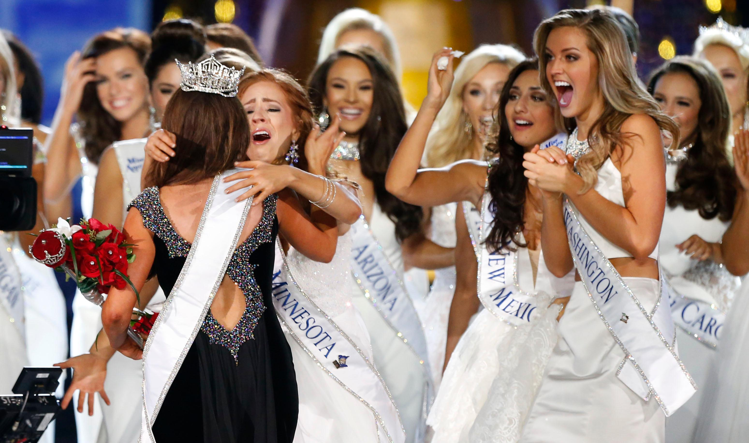 Miss North Dakota Cara Mund is congratulated by contestants after being named Miss America during Miss America 2018 pageant, Sunday, Sept. 10, 2017, in Atlantic City, N.J. (AP Photo/Noah K. Murray)
