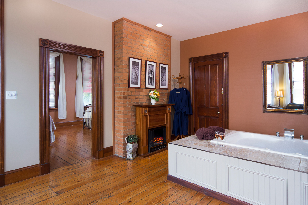 There are five guest rooms, three of which are full suites with king-size beds and two-person spa tubs. In addition to the private room, every overnight stay includes access to a communal guest kitchen with complimentary soda, coffee, and snacks. A full breakfast, either delivered to the private room or served in the dining room, is also part of the overnight experience. NOTE: During the ongoing pandemic, breakfast is only delivered to rooms. / Image: Wayne Litmer Photography // Published: 1.8.21