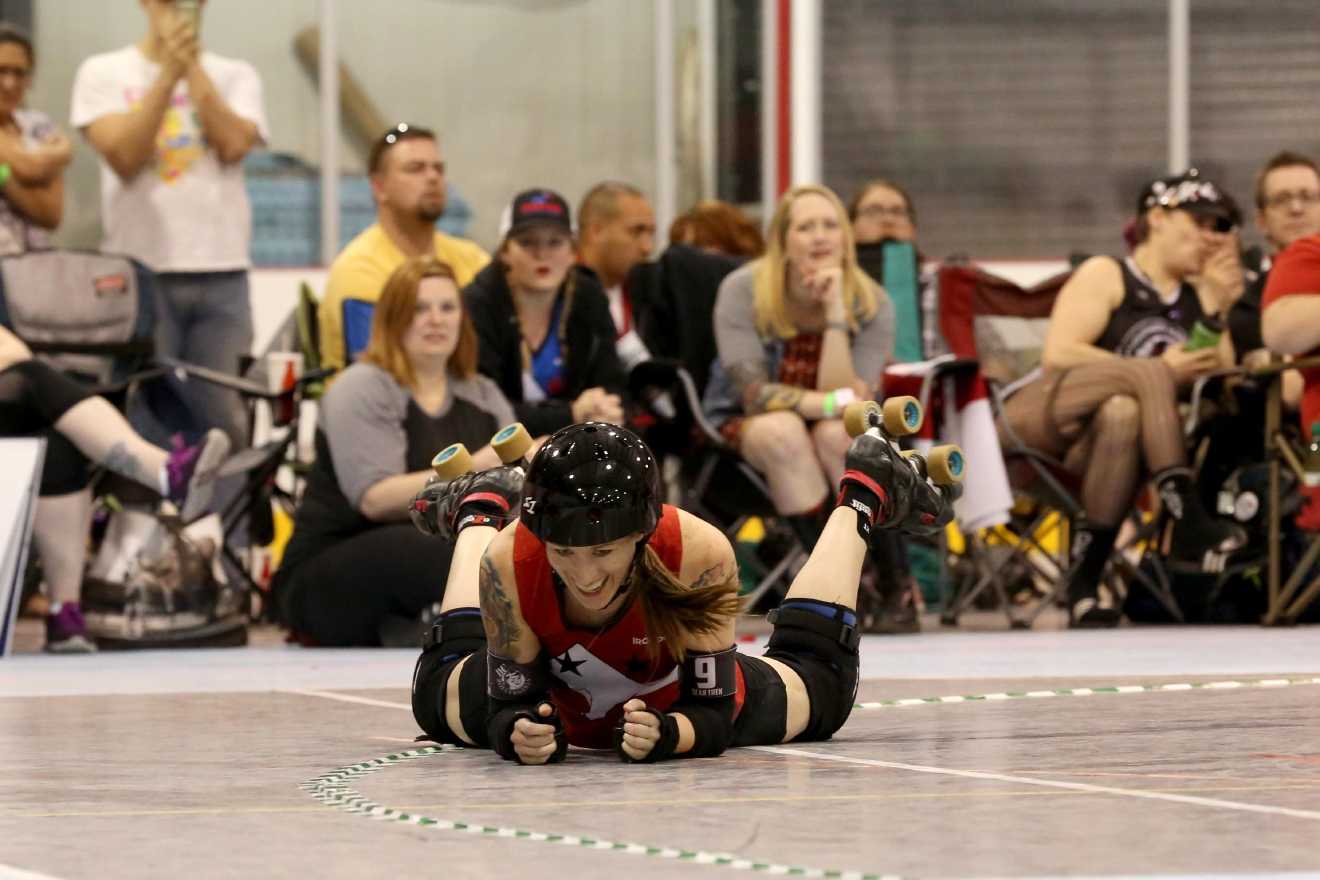 The 2017 season of roller derby has officially kicked off with a match between the DC All-Stars and Mother State on March 25. Although Mother State was ultimately victorious, the match was filled with fast-paced action. (Amanda Andrade-Rhoades/DC Refined)