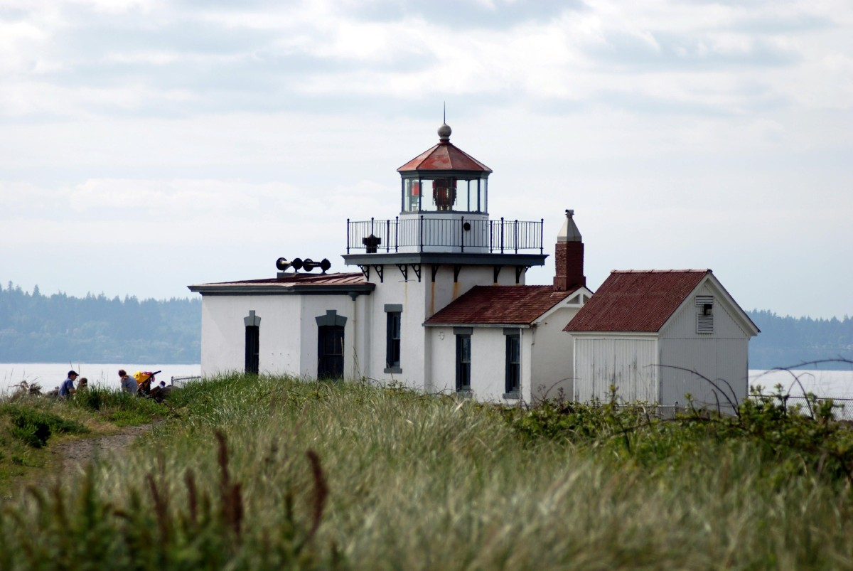 The most popular trail is the Discovery Park Loop Trail which is a designated National Recreation Trail, 2.8 miles in length with an elevation change of just 140 feet. (Image: Rebecca Mongrain/Seattle Refined)