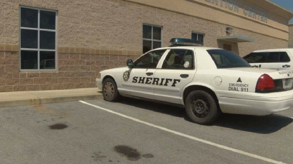 Bledsoe County deputy fired for pawning county-issued