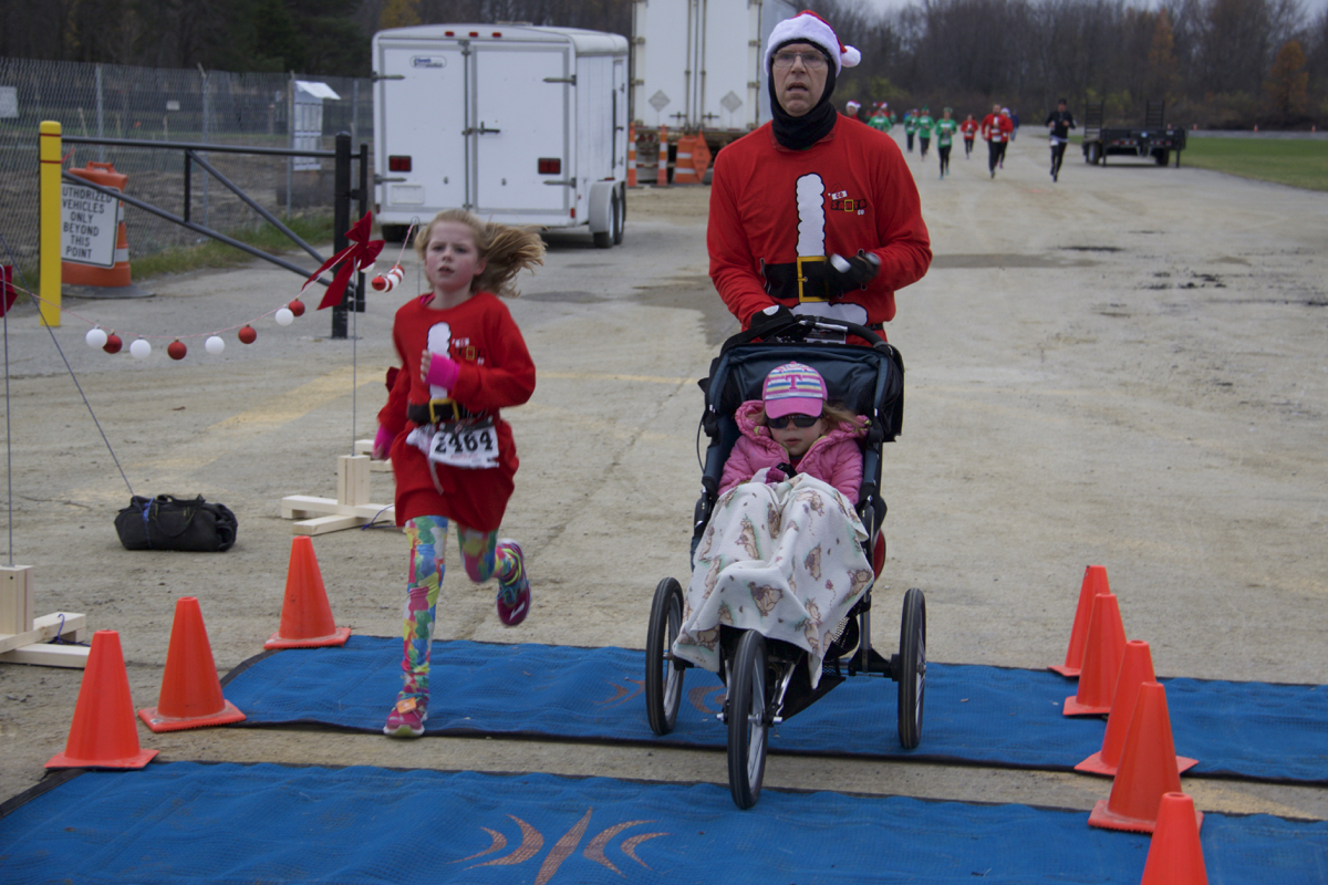 The Go Santa Go 5k run (benefitting the Cancer Support Community) took place on Saturday, Dec. 3 at Blue Ash's Summit Park. / Image: Dr. Richard Sanders