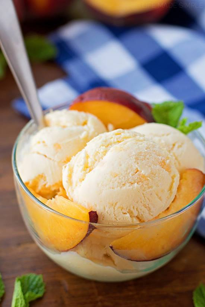 Johnson's Real Ice Cream's Peach Ice Cream / Image courtesy of Johnson's Real Ice Cream // Published: 8.22.18