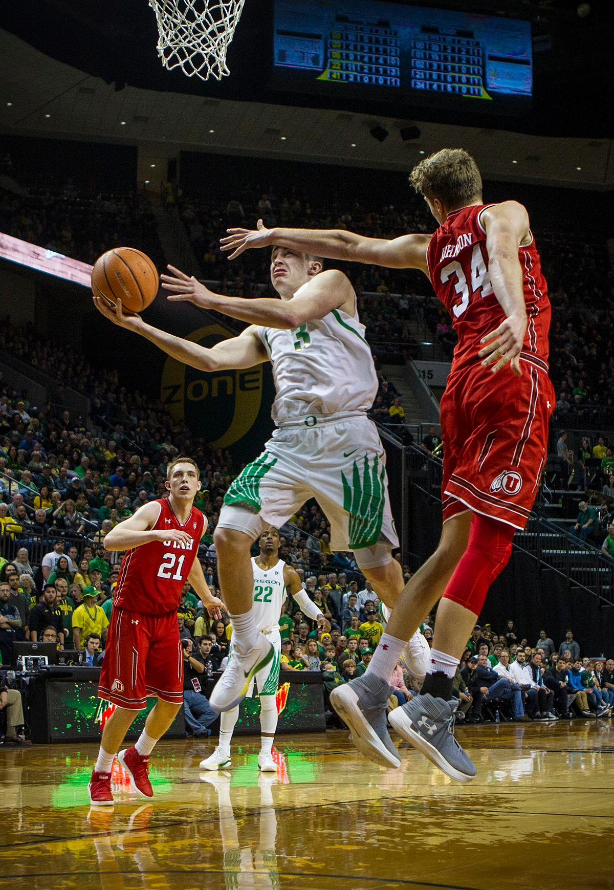 Oregon Ducks Payton Pritchard (#3) makes a drive to the basket during the second half of the game against Utah on Friday night. The Utah Utes defeated the Oregon Ducks 66-56 on Friday night at Matthew Knight Arena. This is the first Pac-12 conference game loss at home for the Ducks since January of 2015. This also ended the five home game winning streak for the Ducks against the Utah Utes. Photo by Rhianna Gelhart, Oregon News Lab