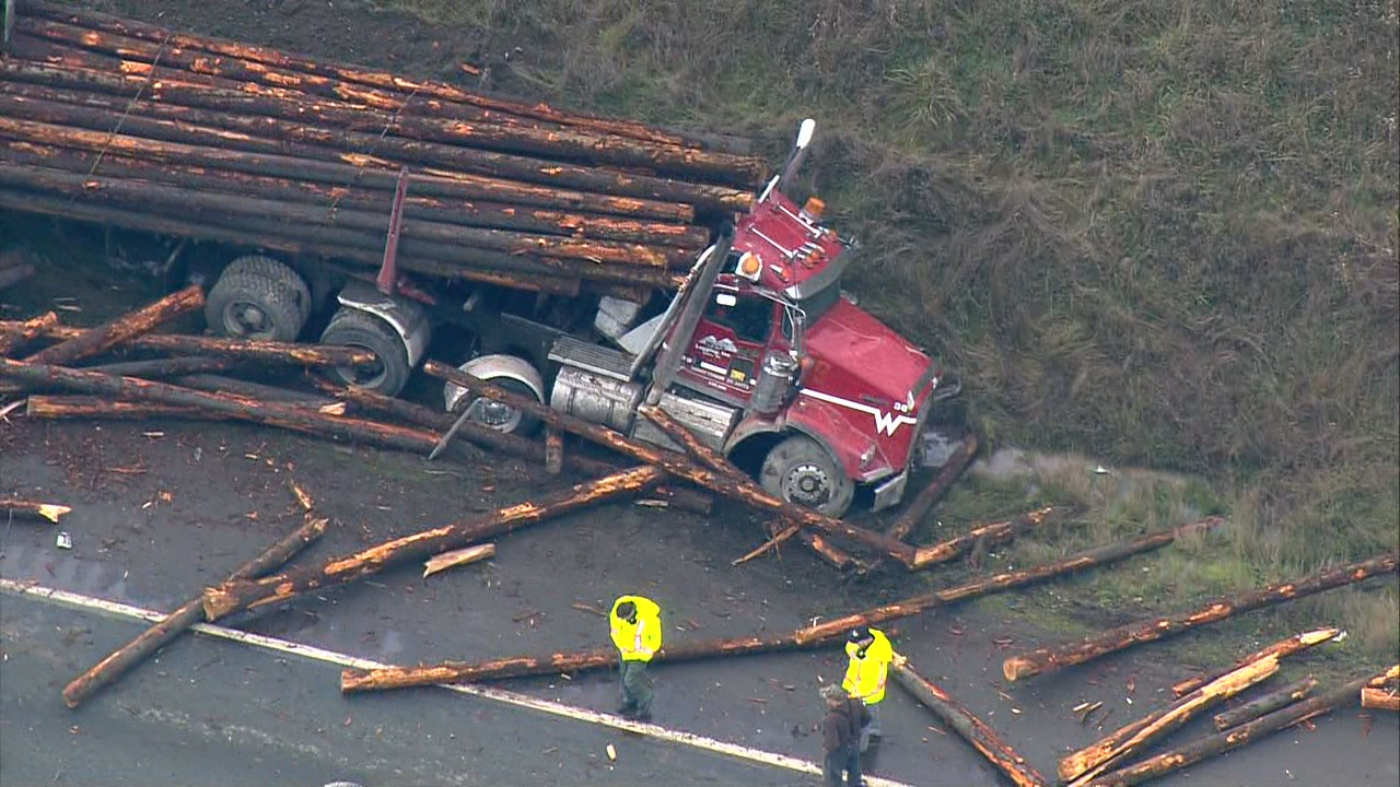 A logging truck and four vehicles collide on US-2 near Snohomish (Photo: KOMO News)