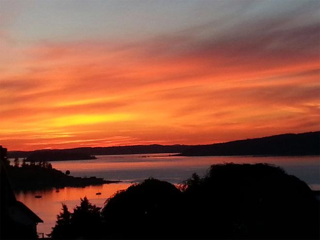 Red sky at night over Puget Sound. (Photo: Kimberly)
