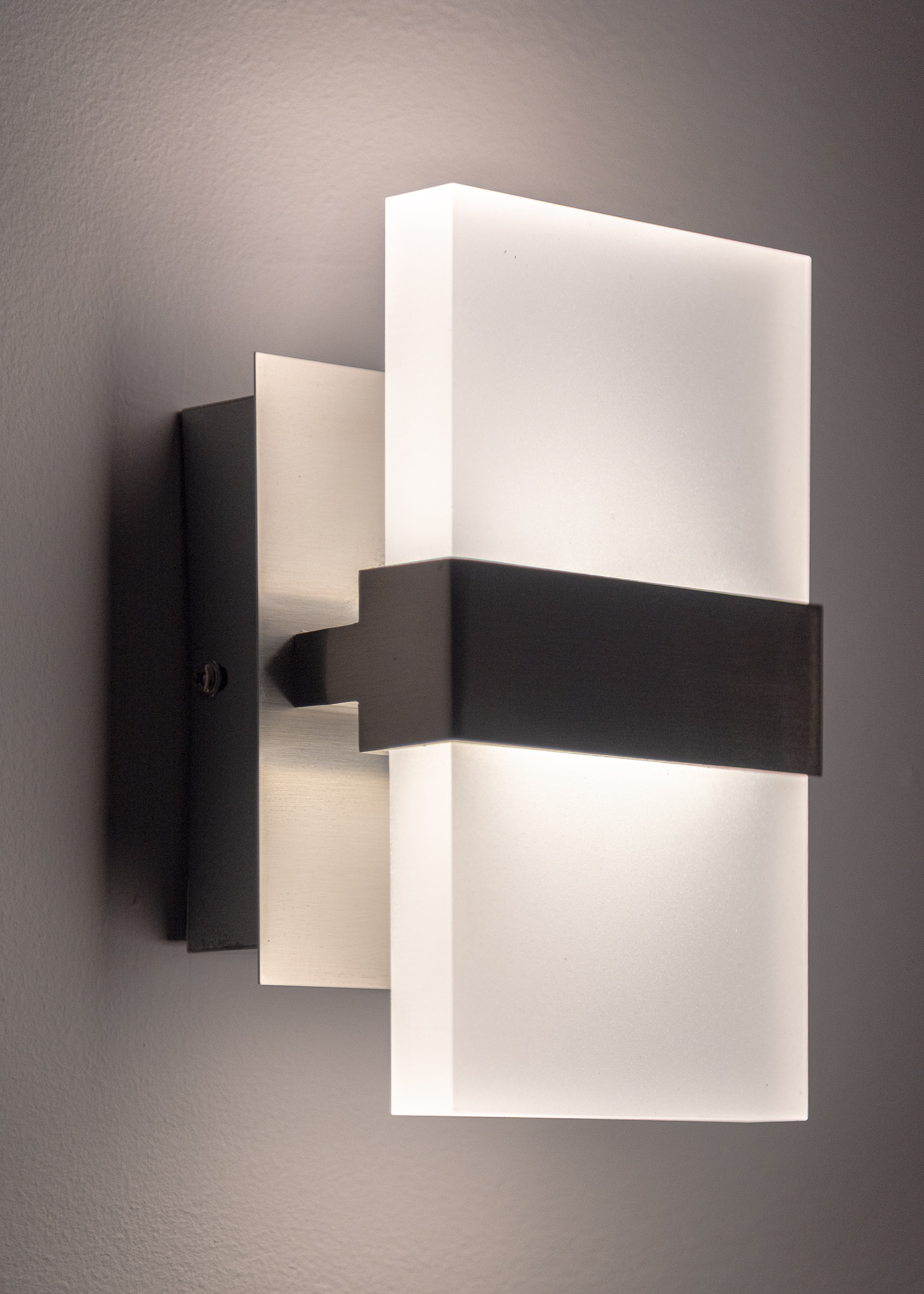 Wall sconce / Image: Phil Armstrong, Cincinnati Refined // Published: 12.25.19