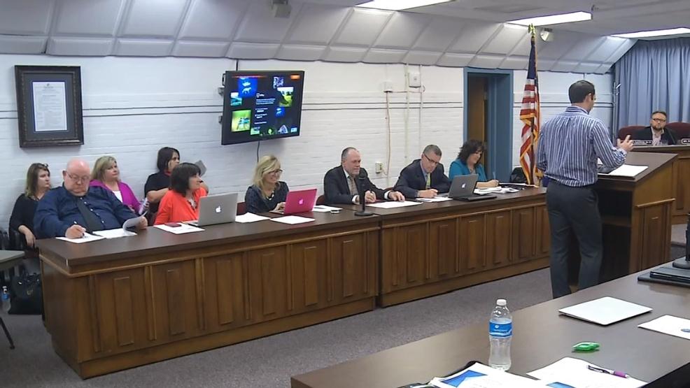 Kanawha County Board of Education members approve 2017-2018 school calendar