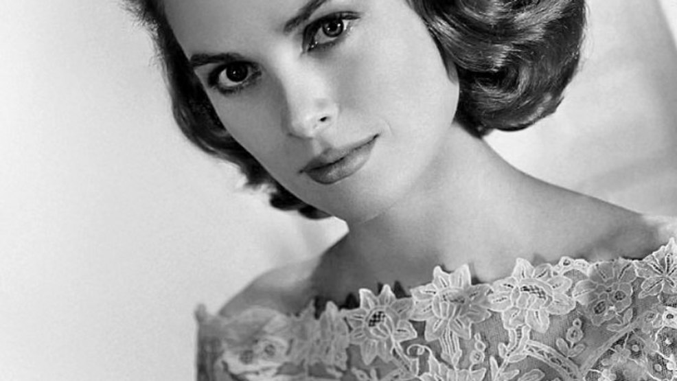 624px-Grace_Kelly_MGM_photo.jpg