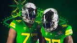 Oregon unveils Duck uniforms for Las Vegas Bowl