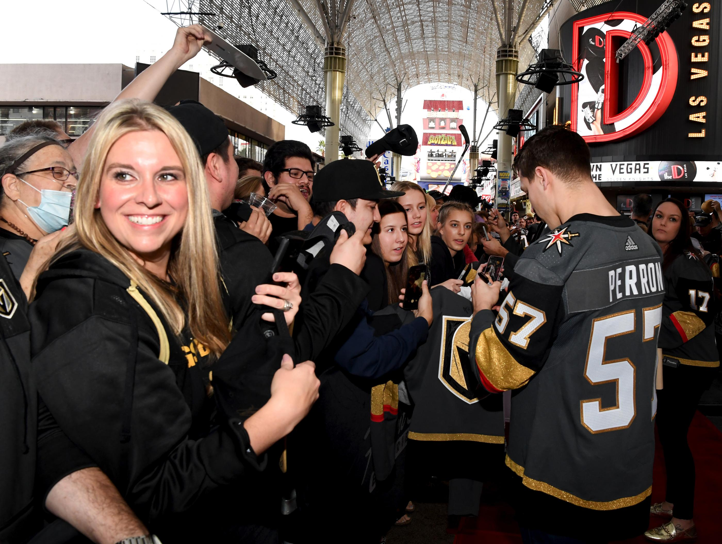 The Golden Knights host a Fan Fest with the D Las Vegas and Fremont Street Experience. Las Vegas Golden Knights player David Perron autographs his way through the crowds of happy fans at Fremont Street Experience. Sunday, January 14, 2017. CREDIT: Glenn Pinkerton/Las Vegas News Bureau