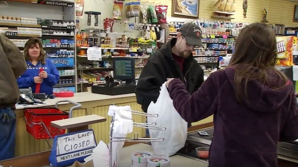 Mainers split on idea to ban plastic shopping bags