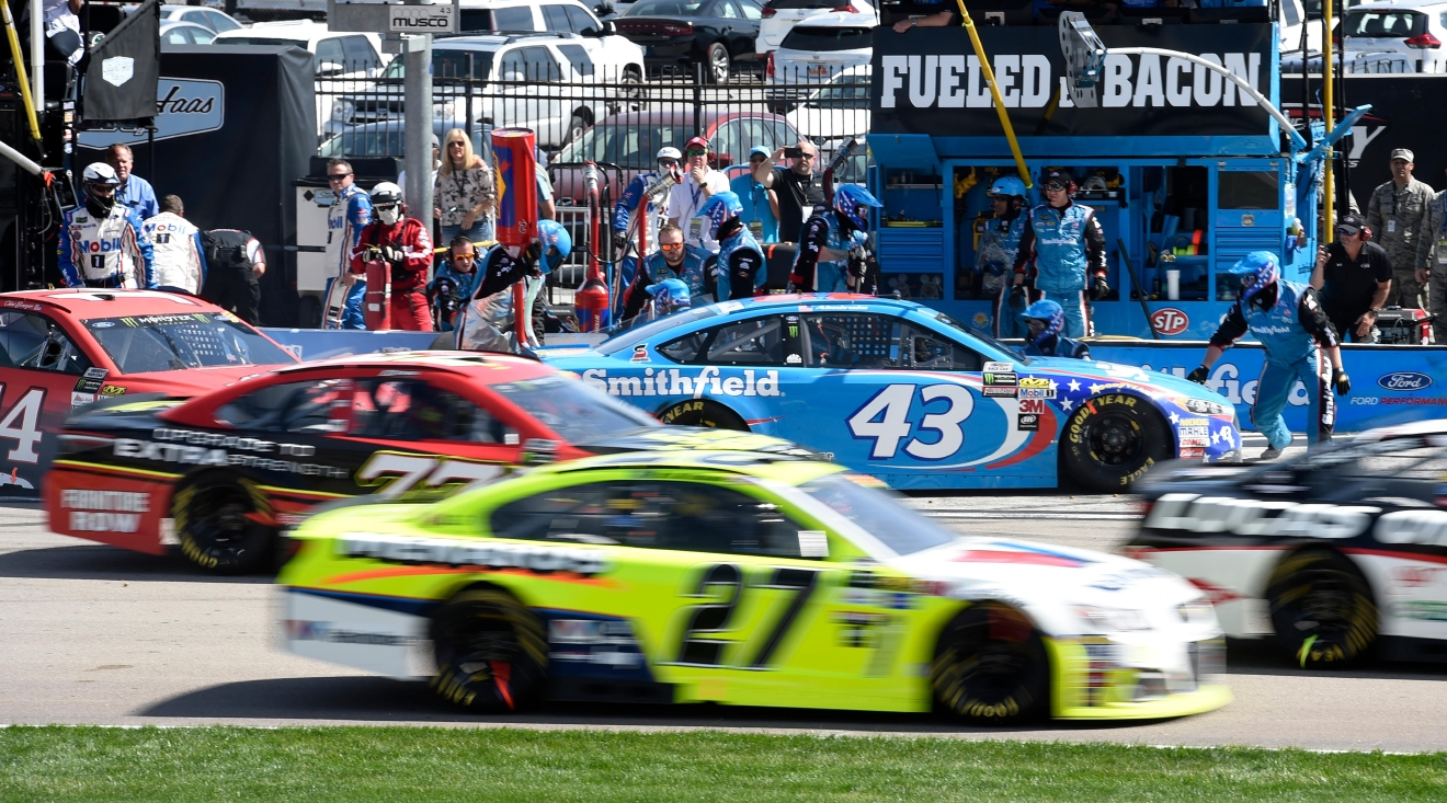 Aric Almirola remains in the pit as other cars make their way off pit road during the Monster Energy NASCAR Cup Series Kobalt 400 Sunday, March 12, 2017, at the Las Vegas Motor Speedway. (Sam Morris/Las Vegas News Bureau)