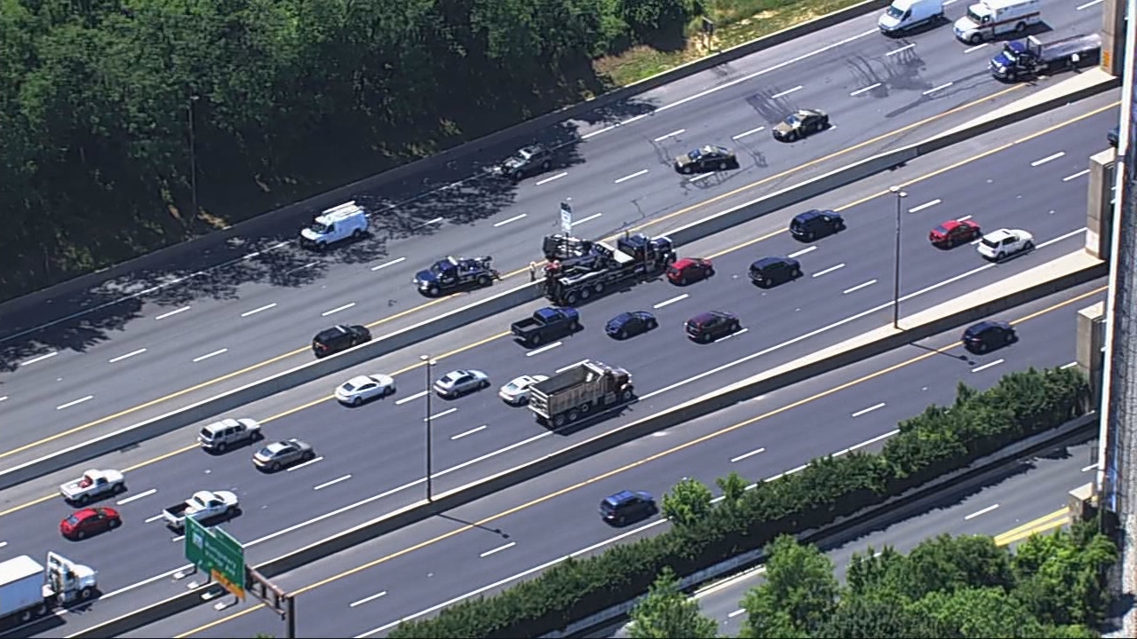 2 cars flip in crash on southbound I-270 at Md. 124 in Gaithersburg. (ABC7/SkyTrak7)