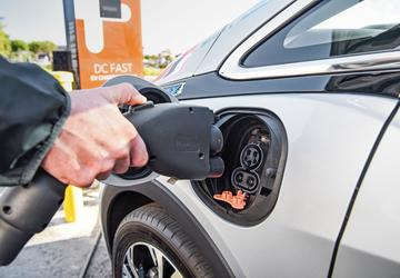 Senator Schumer proposes $5k cash back to trade in gas cars for EVs