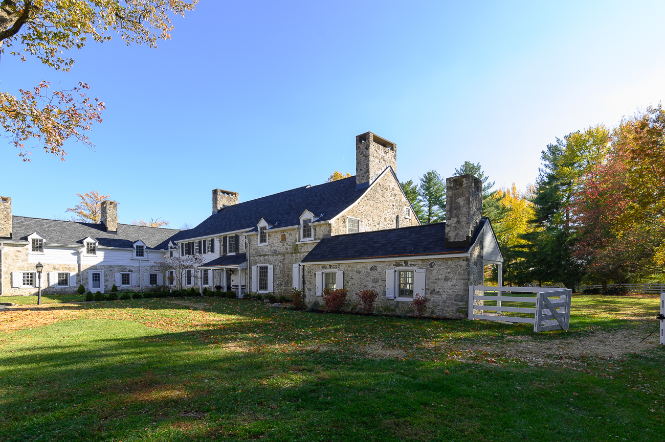 The house originally sat on a gentleman's farm—which is a farm meant for recreation, not a primary source of income—on over 100 acres of land. The Carters had live-in servants who had their quarters and workrooms in a section of the home. Today, those rooms have all been adapted for modern, non-servant uses. / Image: Phil Armstrong, Cincinnati Refined // Published: 12.1.19