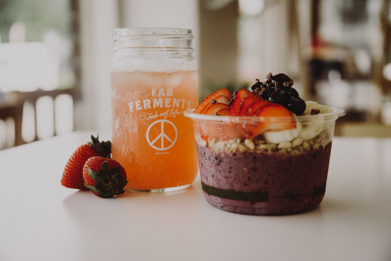 Fab Ferments ginger lemon and grape kombucha with a Blueberry Bowl featuring organic blueberries, bananas, strawberries, granola, milk, cacao nibs, and local honey / Image: Brianna Long // Published 7.30.18
