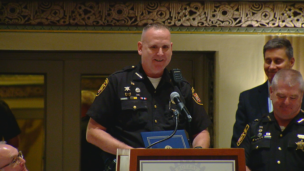 """I just did my job."" Deputy receives award for response during Fifth Third shooting"
