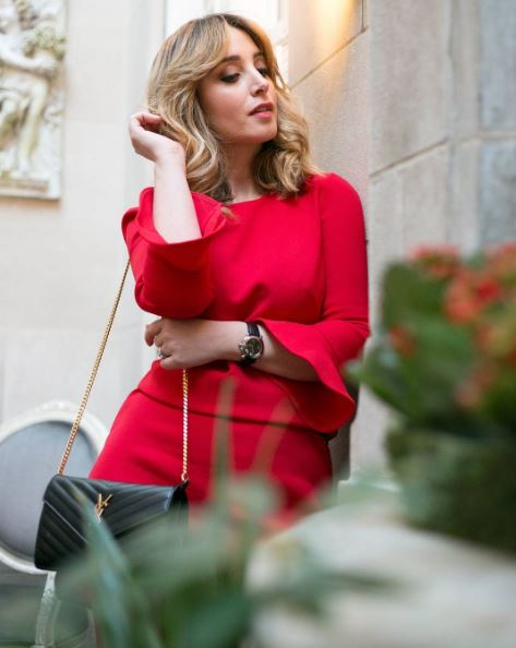 IMAGE: IG user @goodgoodgorgeous / POST: Red is of course one of my favourite colors for the holiday season {& any occasion} it is considered the colour of good luck, strength and love. So if you're looking for the perfect piece to wear these holidays this @anntaylor dress is it. (Photo by @slodak Hair & Make Up by @cristophesalon)