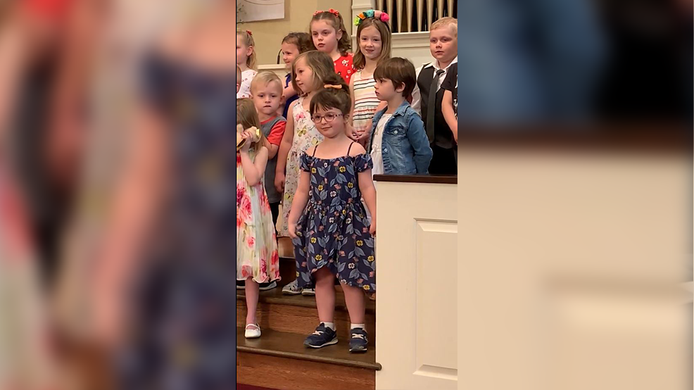 e1381abae2 Preschooler steals the show at graduation with awesome dance moves ...