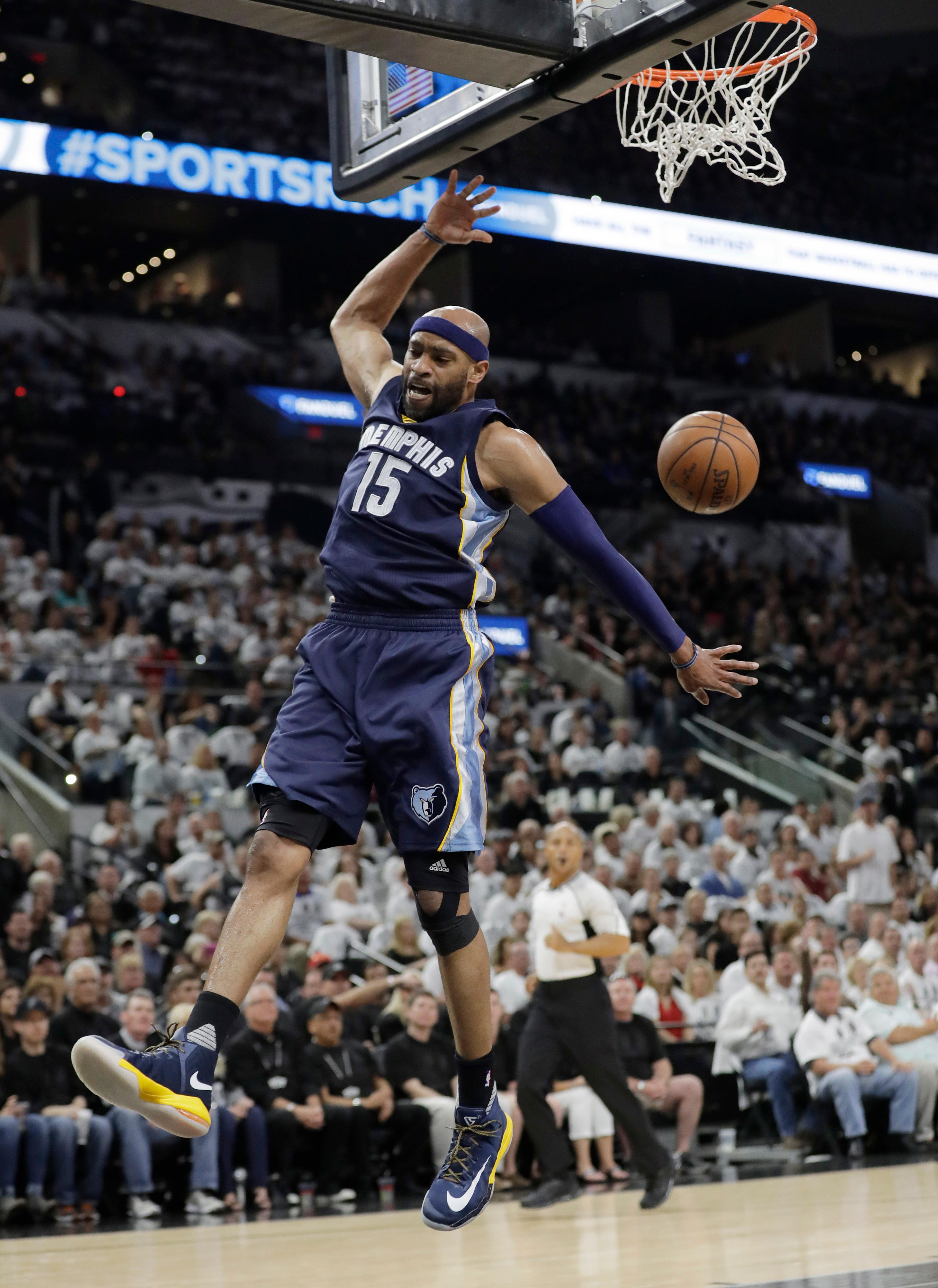 Memphis Grizzlies guard Vince Carter (15) scores against the San Antonio Spurs during Game 1 of a first-round NBA basketball playoff series, Saturday, April 15, 2017, in San Antonio. (AP Photo/Eric Gay)