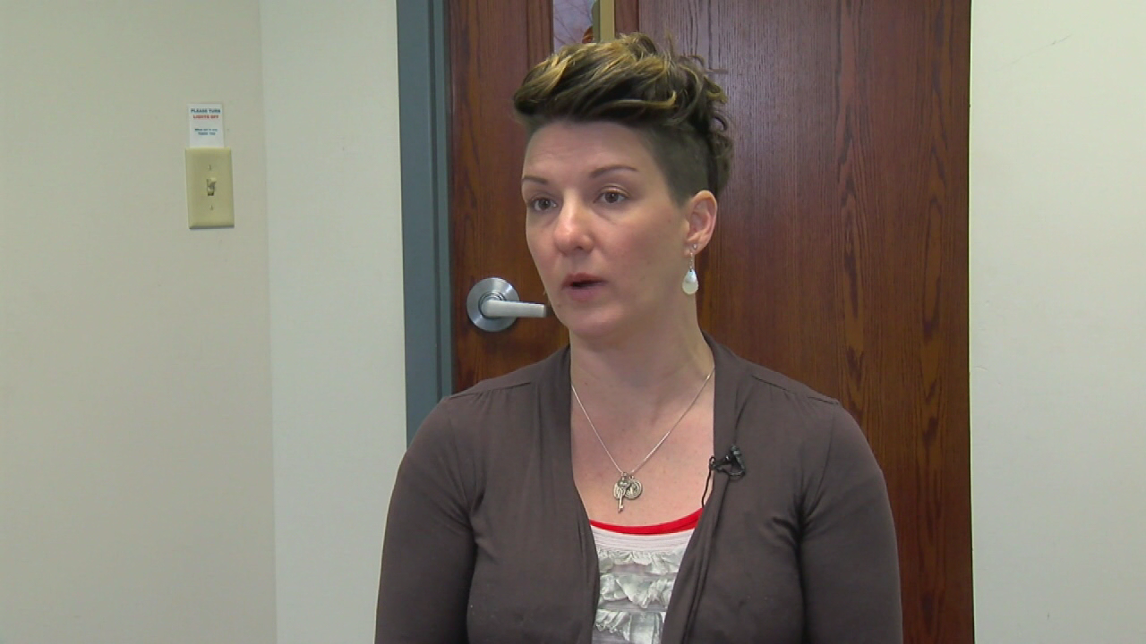 Local woman who says Sen. Franken groped her reacts to resignation (WKRC)