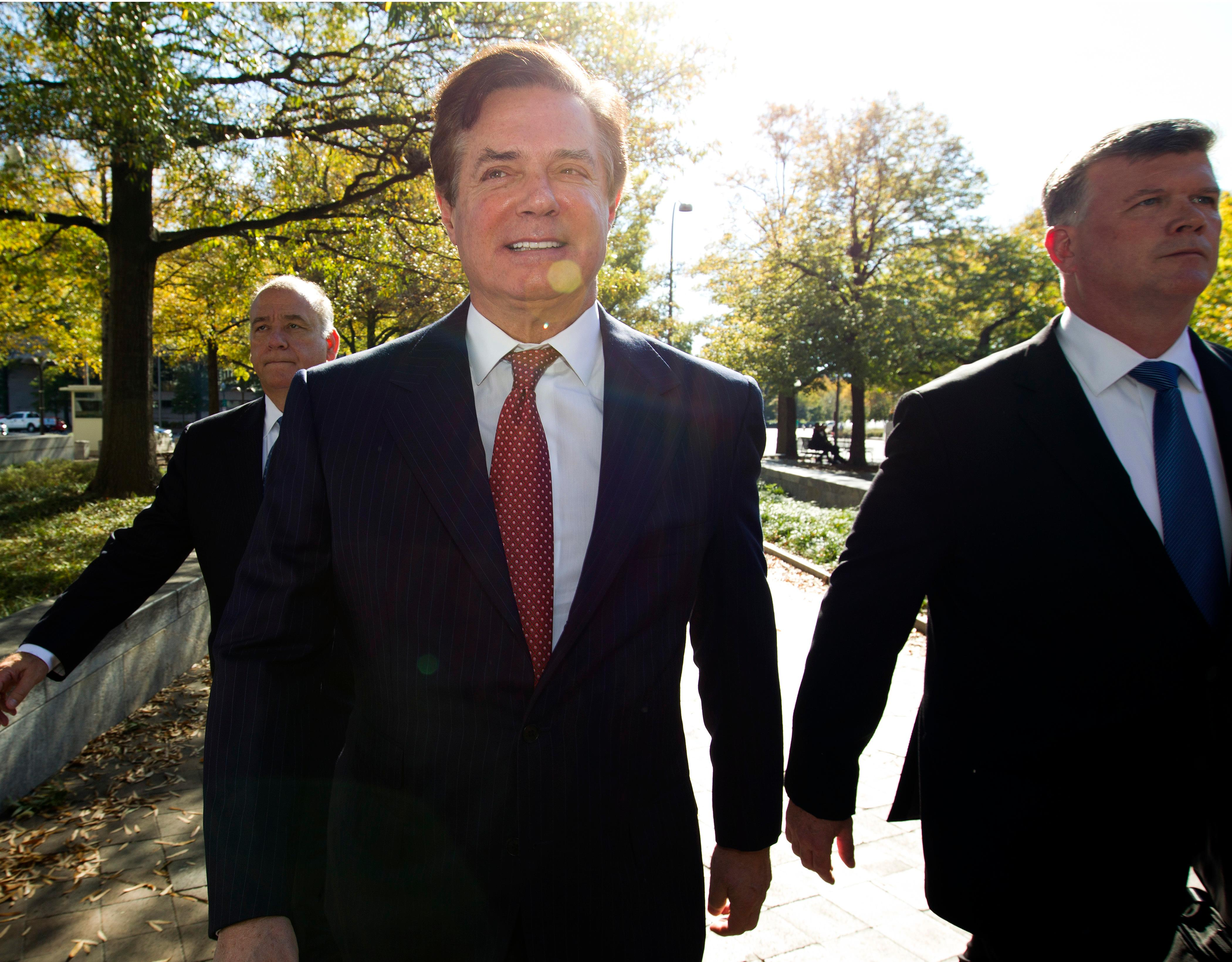 Paul Manafort accompanied by his lawyers, arrives at federal court, in Washington, Thursday, Nov. 2, 2017. ( AP Photo/Jose Luis Magana)