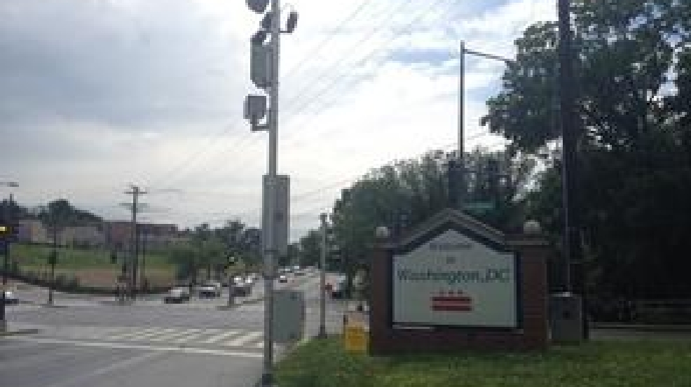D.C. police still operating red light camera from inside Md. line ...