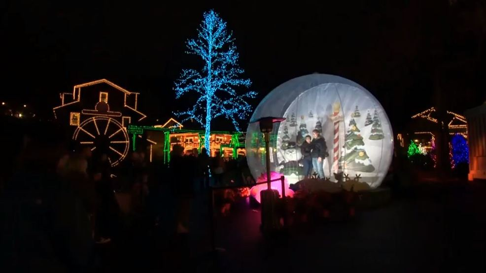Dollywood Christmas.Dollywood Does Up The Holidays With Smoky Mountain Christmas