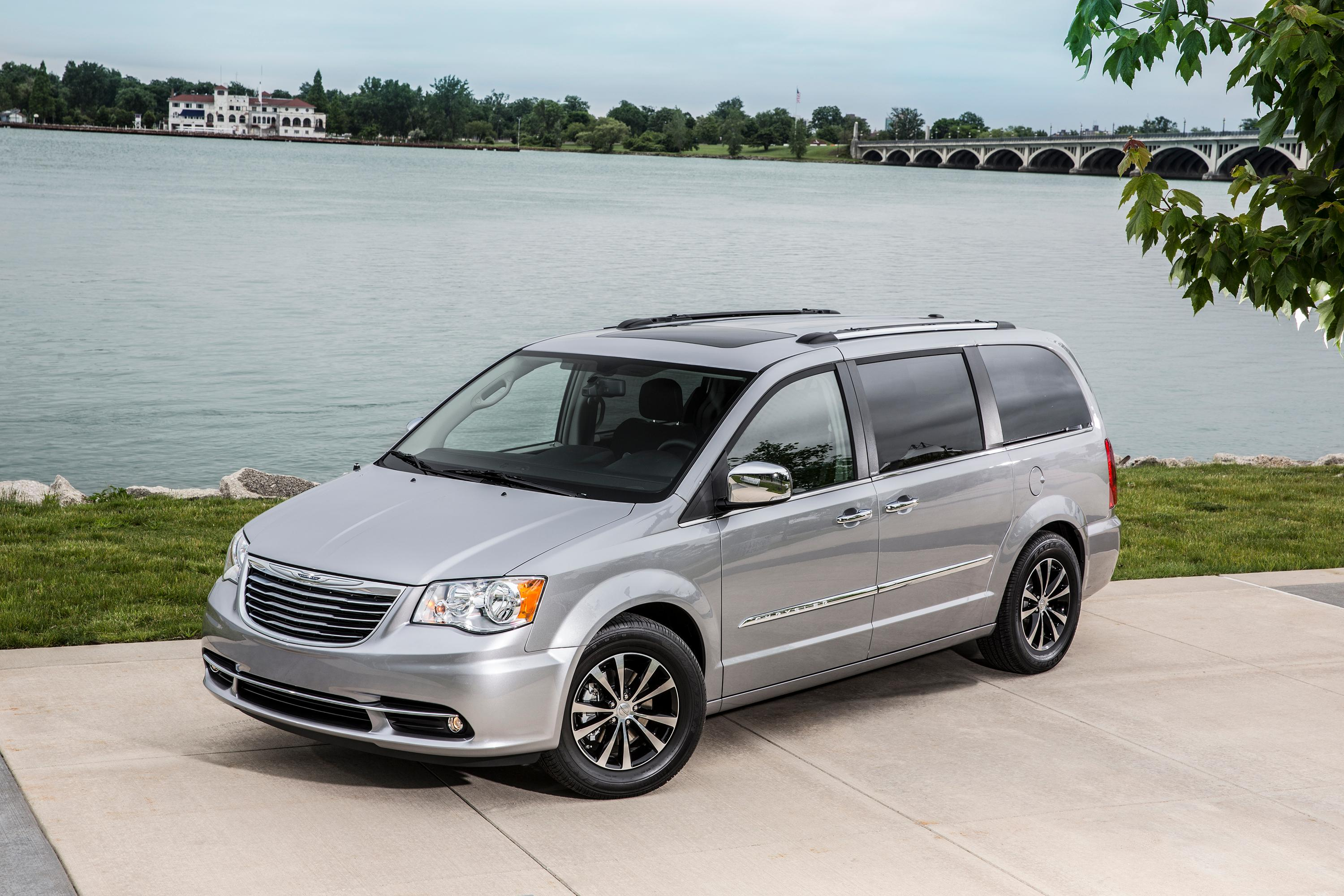 used img touring in inventory chrysler vehicle country town en berwick
