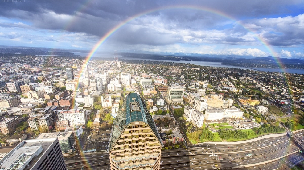 Photographer gets unique photo of full 360° rainbow from Seattle's tallest tower