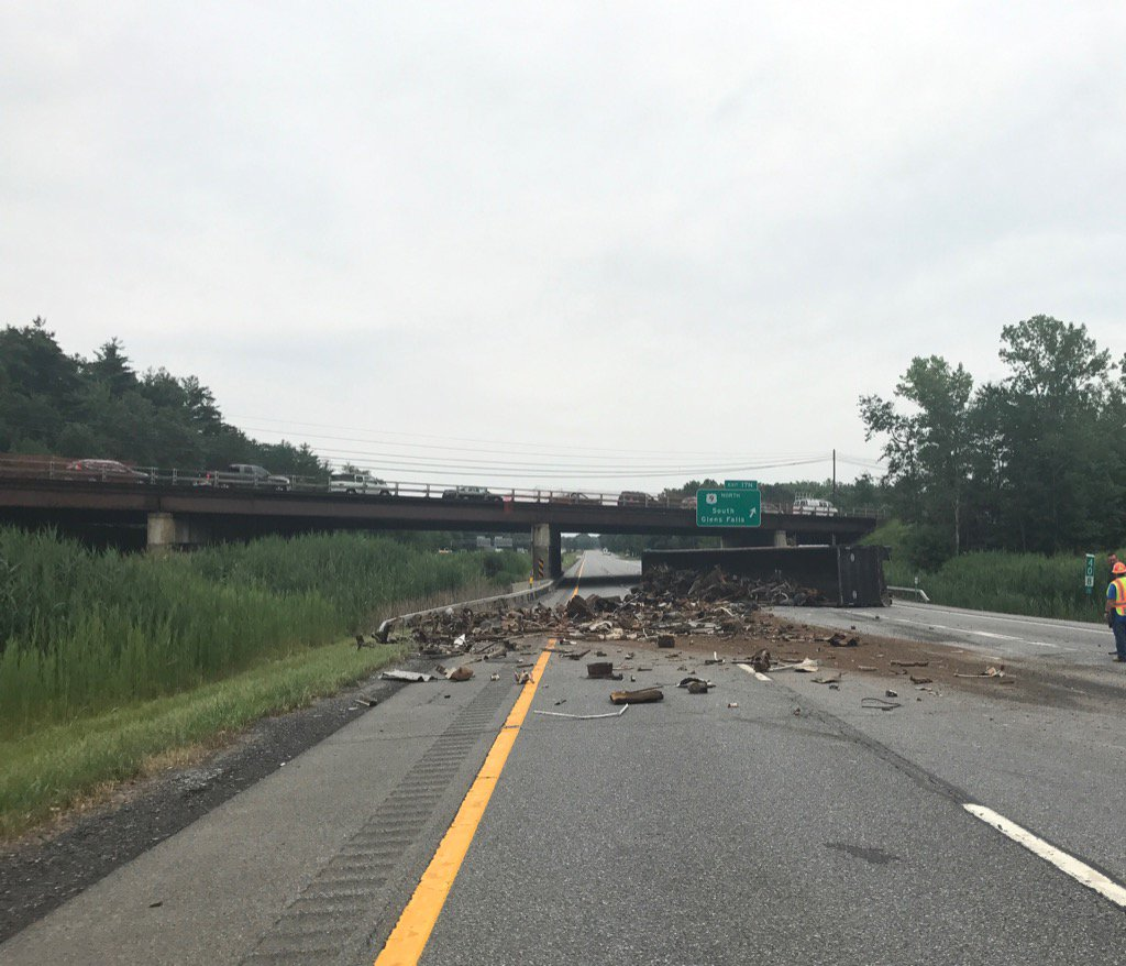 Tractor Trailer rollover on I87 southbound, debris scattered (Photo: @SaratogaOES Twitter)