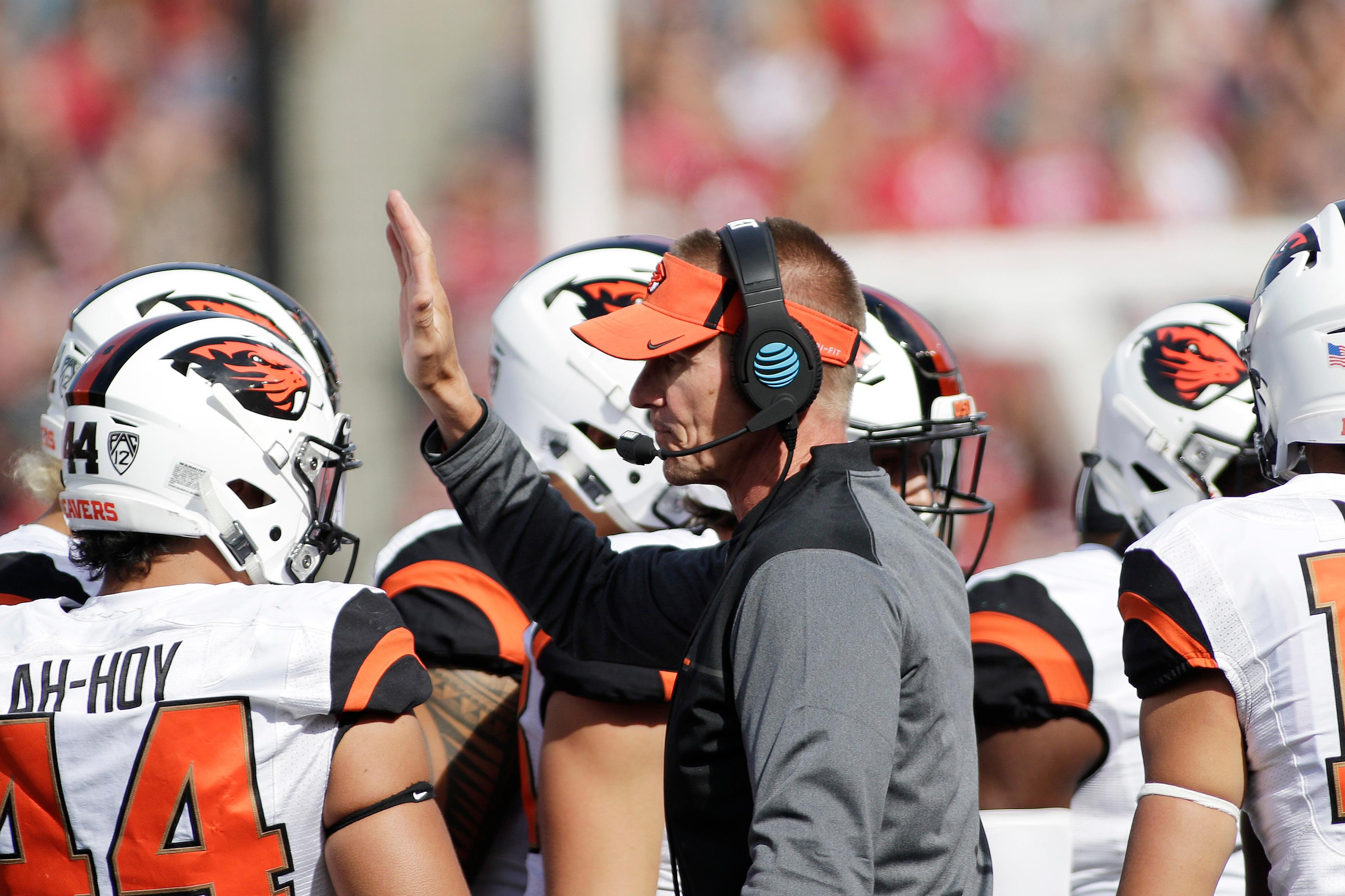 Oregon State head coach Gary Andersen, center, speaks to his players in a huddle during the first half of an NCAA college football game against Washington State in Pullman, Wash., Saturday, Sept. 16, 2017. (AP Photo/Young Kwak)