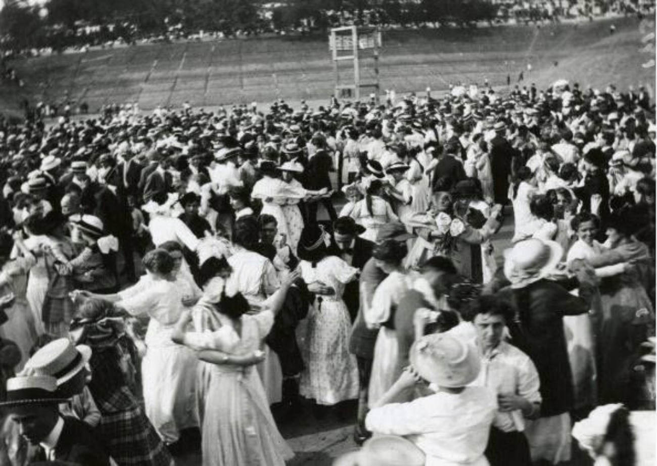 Once the basin was cleaned, Municipal picnics would be held inside to celebrate with music and dance. These picnics would draw a third of the Cincinnati population. / Image courtesy of Parks Bettman Library Archive // Published: 4.12.19