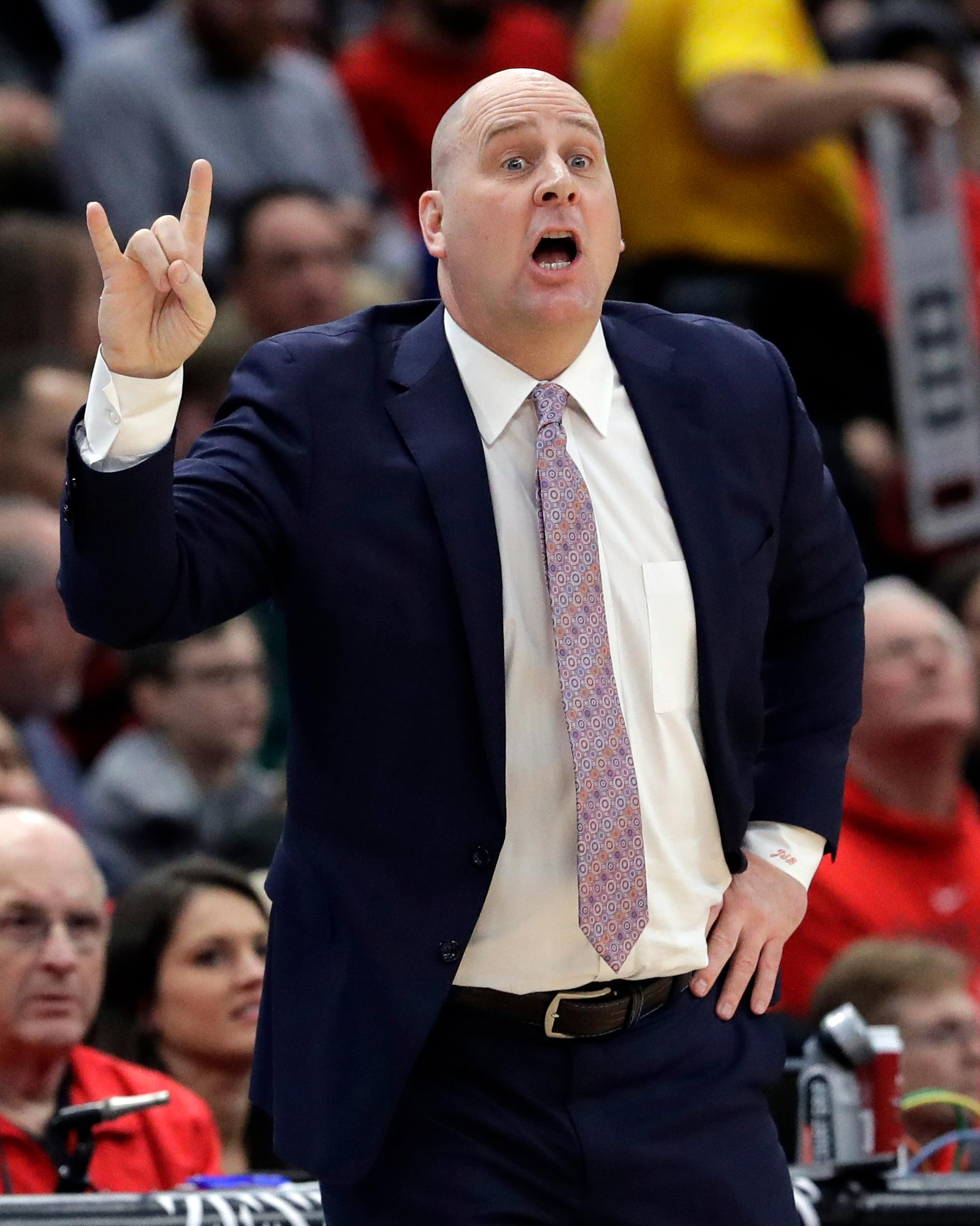 Chicago Bulls coach Jim Boylen gestures during the first half of the team's NBA basketball game against the Washington Wizards, Wednesday, March 20, 2019, in Chicago. (AP Photo/Nam Y. Huh)