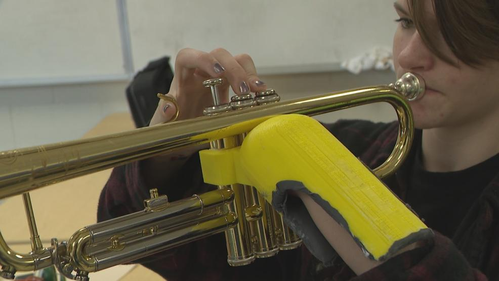 Students use 3-D printing to create prosthetic hand for classmate. (WSYX/WTTE)