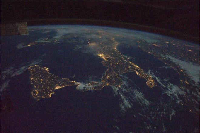 We flew over Italy last night. Awesome view!  (Photo & Caption courtesy Koichi Wakata (@Astro_Wakata) and NASA)