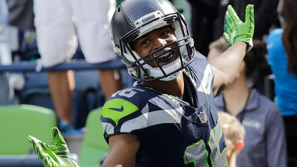 Seahawks' Tyler Lockett recovering, should be 'fine to play' against Eagles