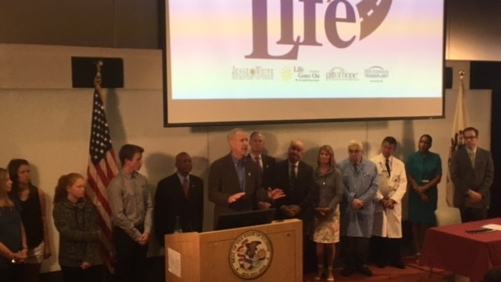 Gov. Rauner signs bill to expand organ donor registry (Source Office of the Governor Bruce Rauner)2.jpg